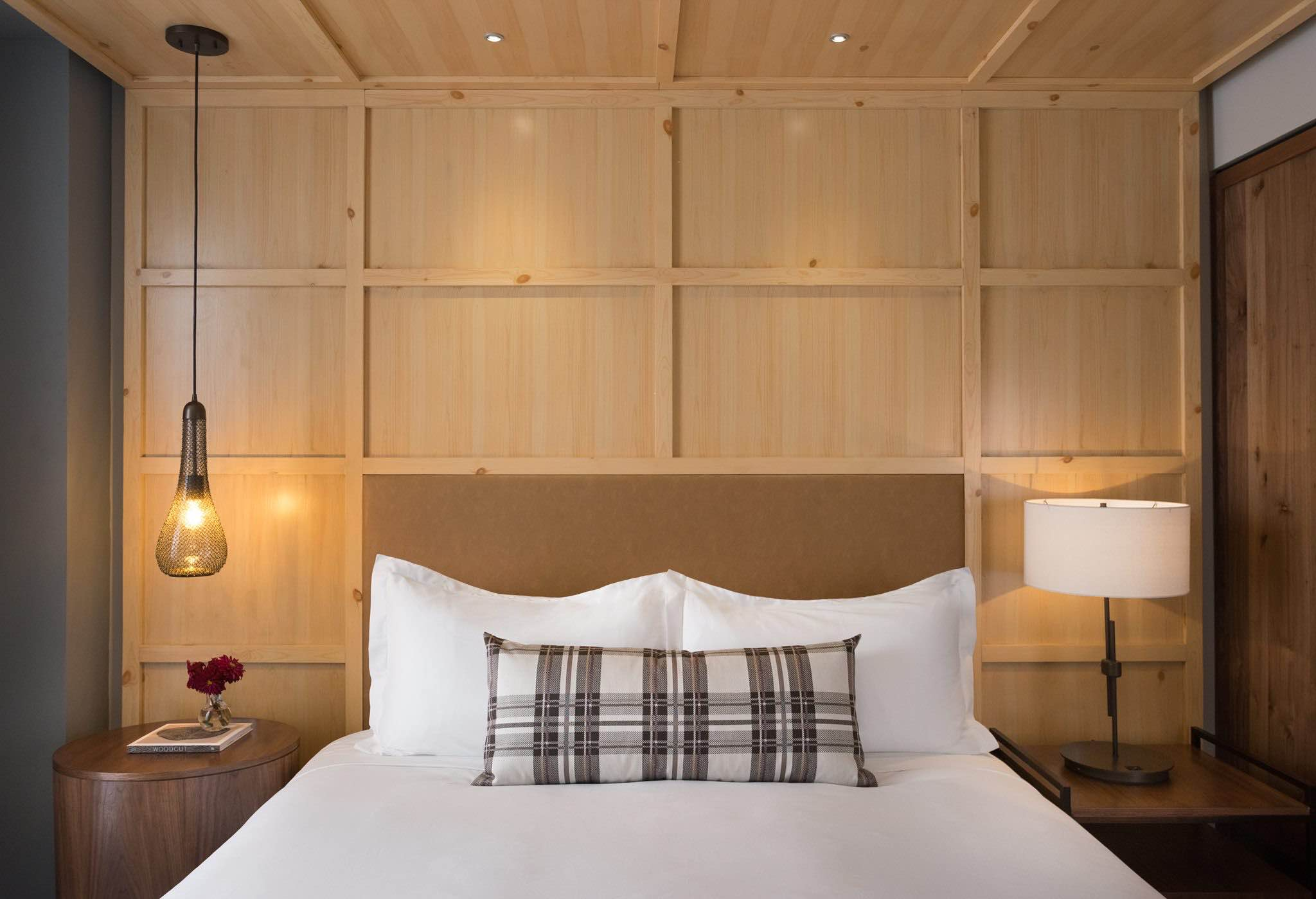 Kimpton Hotel Born bed with wood panelling